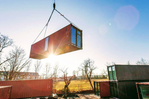 10flying_container_tiny_house