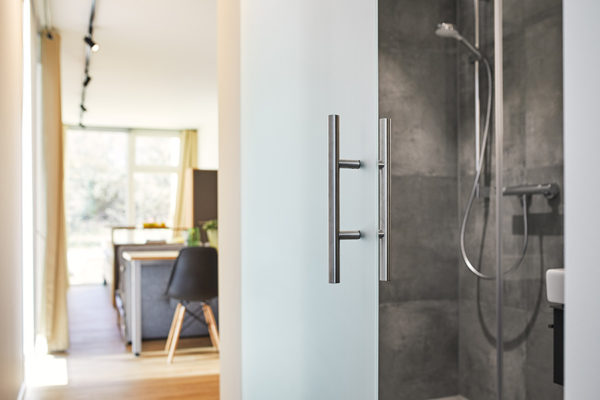6inside-tiny-house-shower-view